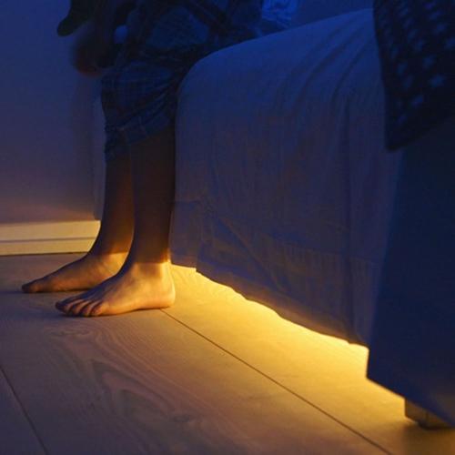 תאורת לדים עם חיישן חכם לשעות החשיכה