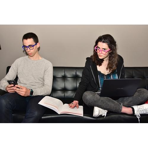 משקפי הגנה מפני הקרינה הנפלטת ממסכים דיגיטליים