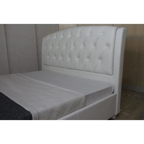 מיטה ברוחב וחצי מרופדת עור אמיתי מבית GAROX