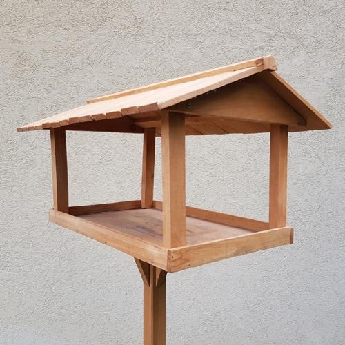 שולחן האכלה לציפורים לשימוש בגינה ובמרפסת  דגם 241
