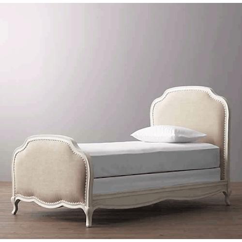 מיטה אלגנטית רומנטית ביתילי בשילוב מסגרת עץ שמנת