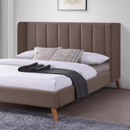 מיטה זוגית מרופדת בד עם רגלי עץ מבית HOME DECOR
