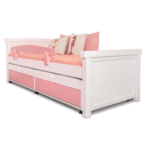 מיטה מושלמת בעיצוב קלאסי עם ידיות אינטגרליות
