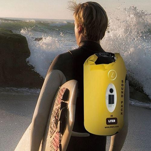 תיק אטום למים הכולל רמקול בלוטוס ומשולב במטען נייד