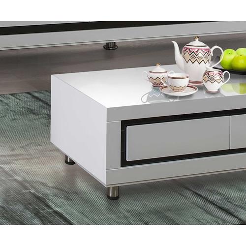 שולחן בצבע לבן בגימור אפוקסי מבית LEONARDO