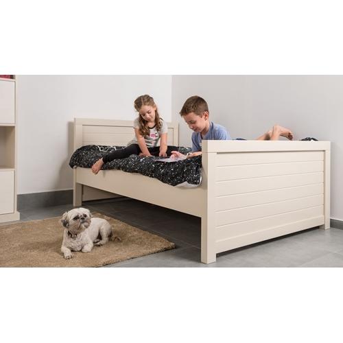 מיטה וחצי ירדן מעץ מלא המתאימה לילדים ולנוער