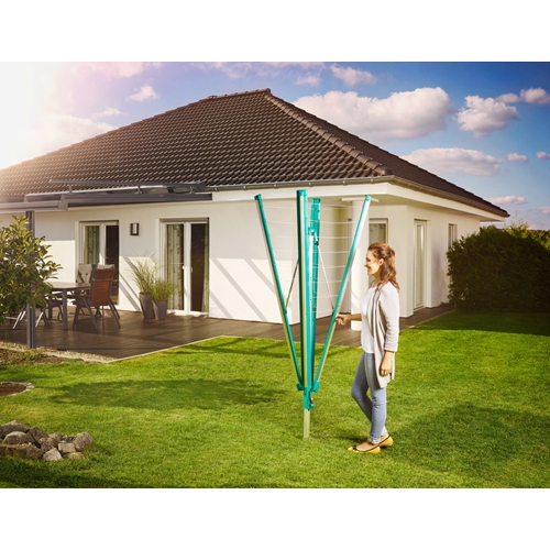 מתקן לייבוש כביסה מרשים מותאם לגינה מבית LEIFHEIT