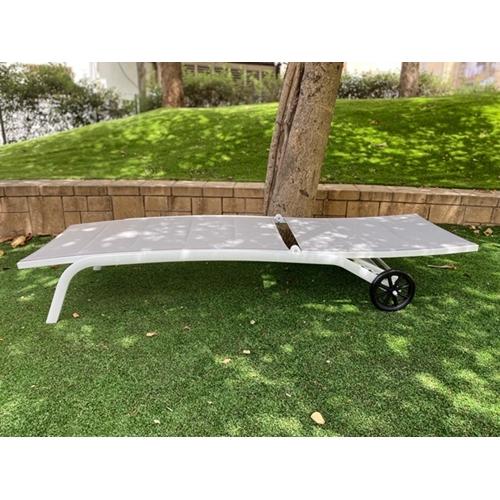 מיטת שיזוף עשויה מאלומניום דגם רוסלנה