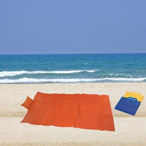 מחצלת לחוף הים ופיקניקים  משולבת בכרית מתנפחת