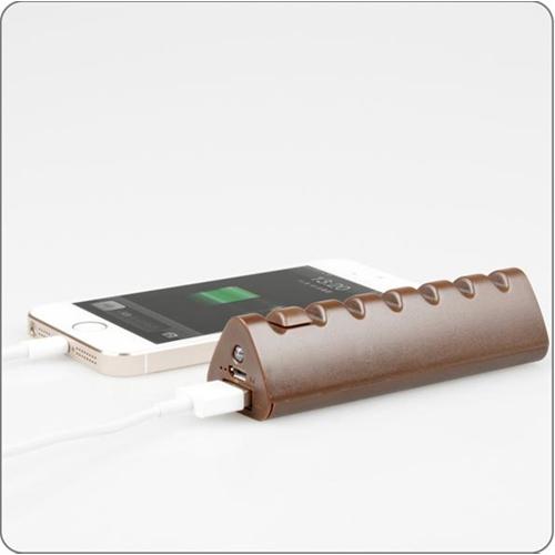 סוללת גיבוי לכל מכשיר סלולארי, בעיצוב שוקולד