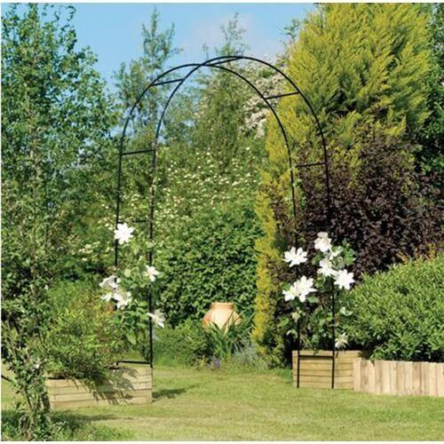 קשת רחבה ממתכת לתמיכת צמחים מטפסים ועיצוב הגינה
