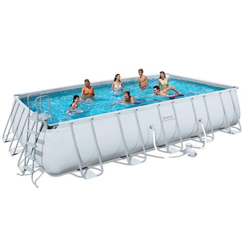 בריכת שחייה מלבנית לחצר בעלת מבנה בטיחותי ועמיד