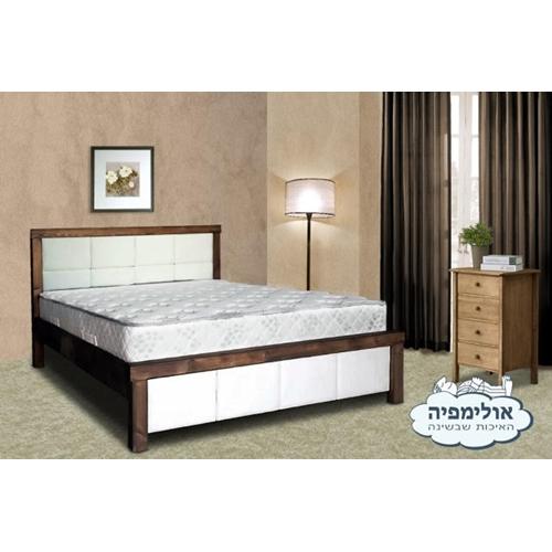מיטה זוגית עשויה עץ מלא עם מזרן