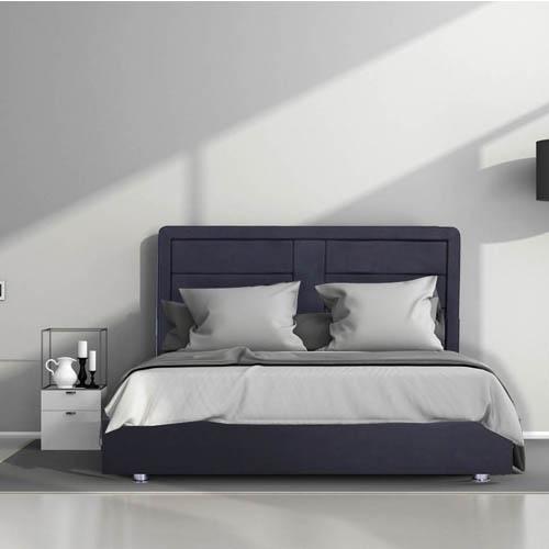 מיטה עשויה עץ אורן מלא מרופדת בדמוי עור