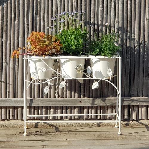 מעמד עציצים מעוצב מברזל לעיצוב הבית המרפסת או הגינה