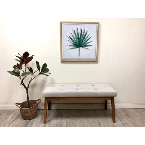 ספסל עץ מרופד בצבע בז' מבית TUDO DESIGN