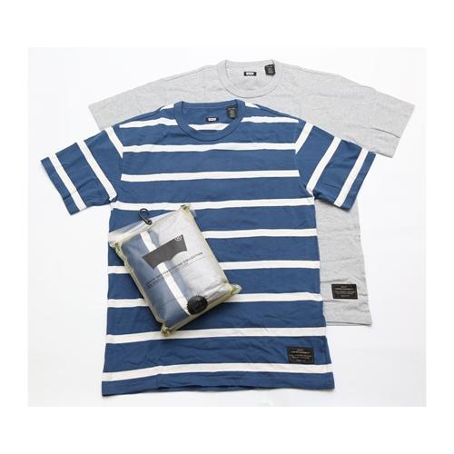 זוג חולצות טי שרט של המותג LEVI'S