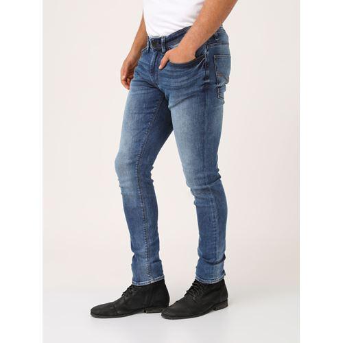ג'ינס כחול גזרת מותן בינונית