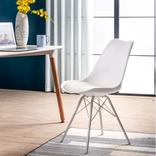 כיסא לפינת אוכל עם מושב מרופד בעיצוב מודרני ייחודי